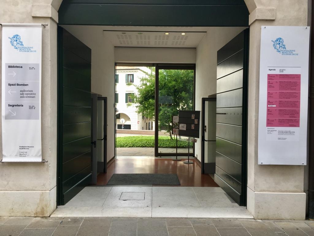 1 The entrance to the Fondazione Benetton Studi e Ricerche on Via Cornarotta